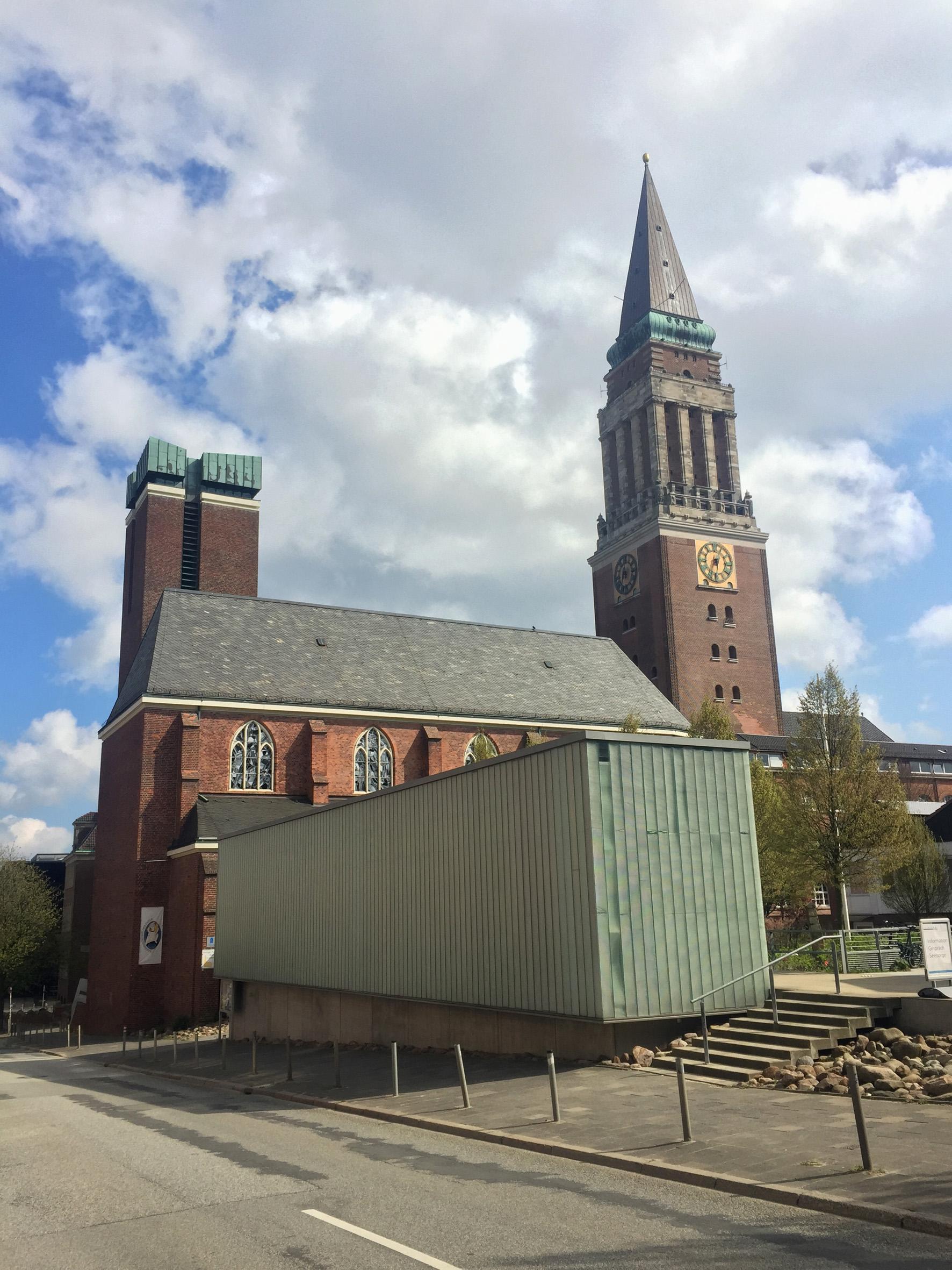 KirchenKAI_und_St_Nikolaus_Kiel-Westansicht