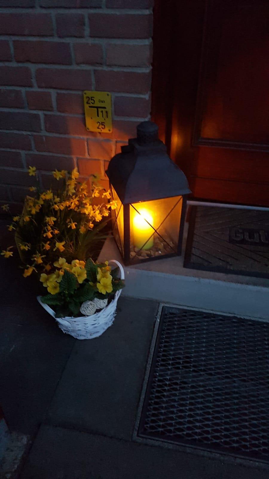 Dieses Licht brennt vor der Haustür von Herrn und Frau B. aus Mettenhof